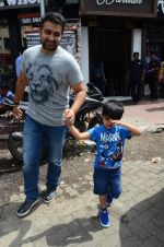 Raj Kundra snapped with family for lunch on 21st Aug 2016 (15)_57baca587ee2f.JPG