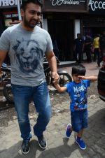 Raj Kundra snapped with family for lunch on 21st Aug 2016 (9)_57baca45bd7bb.JPG