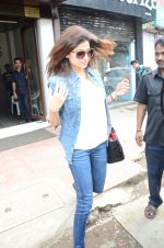 Shamita Shetty snapped with family for lunch on 21st Aug 2016 (10)_57baca564a954.JPG