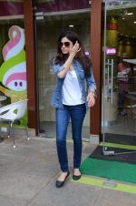 Shamita Shetty snapped with family for lunch on 21st Aug 2016 (11)_57baca5b39786.JPG