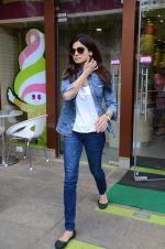 Shamita Shetty snapped with family for lunch on 21st Aug 2016 (12)_57baca5e05dbd.JPG