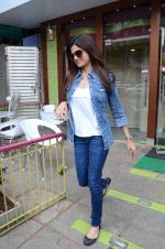 Shamita Shetty snapped with family for lunch on 21st Aug 2016 (15)_57baca6ede171.JPG