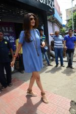Shilpa Shetty snapped with family for lunch on 21st Aug 2016 (14)_57baca7b53031.JPG