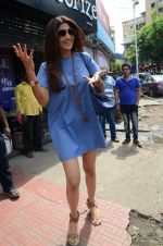 Shilpa Shetty snapped with family for lunch on 21st Aug 2016 (17)_57baca84b9301.JPG
