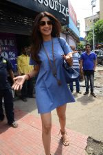Shilpa Shetty snapped with family for lunch on 21st Aug 2016 (18)_57baca8697d6a.JPG