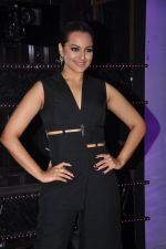 Sonakshi Sinha on the sets of Dance plus 2 on 21st Aug 2016 (10)_57bacaf22309a.JPG