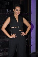 Sonakshi Sinha on the sets of Dance plus 2 on 21st Aug 2016 (11)_57bacaf345a52.JPG