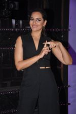 Sonakshi Sinha on the sets of Dance plus 2 on 21st Aug 2016 (13)_57bacc19b7f90.JPG