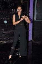 Sonakshi Sinha on the sets of Dance plus 2 on 21st Aug 2016 (15)_57bacaf66c3ba.JPG