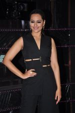 Sonakshi Sinha on the sets of Dance plus 2 on 21st Aug 2016 (18)_57bacaf971f56.JPG