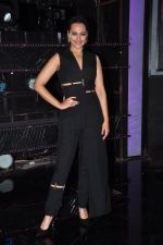 Sonakshi Sinha on the sets of Dance plus 2 on 21st Aug 2016 (19)_57bacafab400d.JPG