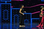 Sonakshi Sinha on the sets of Dance plus 2 on 21st Aug 2016 (32)_57bacb050a059.JPG