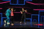 Sonakshi Sinha on the sets of Dance plus 2 on 21st Aug 2016 (43)_57bacb102d4ed.JPG