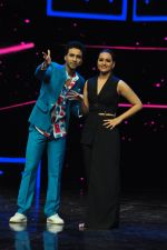 Sonakshi Sinha on the sets of Dance plus 2 on 21st Aug 2016 (54)_57bacb19524b2.JPG