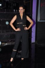 Sonakshi Sinha on the sets of Dance plus 2 on 21st Aug 2016 (6)_57bacaee40a56.JPG