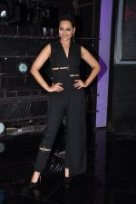Sonakshi Sinha on the sets of Dance plus 2 on 21st Aug 2016 (7)_57bacaefb0ccc.JPG
