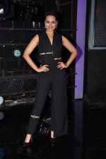 Sonakshi Sinha on the sets of Dance plus 2 on 21st Aug 2016 (9)_57bacaf177f56.JPG