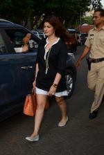 Twinkle Khanna take family out for movie at PVR juhu on 21st Aug 2016 (3)_57bacac6c7277.JPG