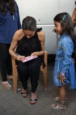 Deepika Padukone snapped at Vogue chat show in Mumbai on 22nd Aug 2016 (12)_57bc0e25a6892.JPG