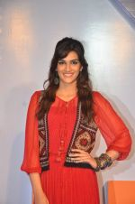 Kriti Sanon launches new mobile Gionee on 22nd Aug 2016 (10)_57bc0fb4b4bf6.JPG