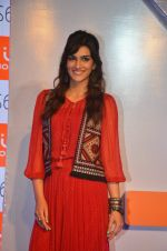 Kriti Sanon launches new mobile Gionee on 22nd Aug 2016 (17)_57bc0e8827941.JPG