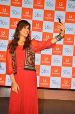 Kriti Sanon launches new mobile Gionee on 22nd Aug 2016 (26)_57bc0e925209f.JPG