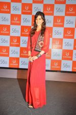 Kriti Sanon launches new mobile Gionee on 22nd Aug 2016 (4)_57bc0e797ff8b.JPG