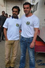 Sohail Khan, Nawazuddin Siddiqui snapped on 22nd Aug 2016 (24)_57bc105278e25.JPG