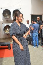 Sonakshi Sinha snapped in Mumbai on 22nd Aug 2016 (25)_57bc106ce9e80.JPG