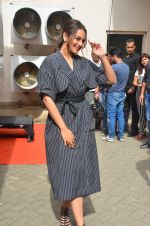 Sonakshi Sinha snapped in Mumbai on 22nd Aug 2016 (26)_57bc106fd0f21.JPG