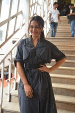 Sonakshi Sinha snapped in Mumbai on 22nd Aug 2016 (38)_57bc108b69e9a.JPG