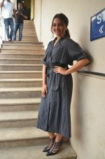 Sonakshi Sinha snapped in Mumbai on 22nd Aug 2016 (45)_57bc109dd1b25.JPG