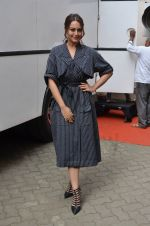 Sonakshi Sinha snapped in Mumbai on 22nd Aug 2016 (48)_57bc10a50f325.JPG
