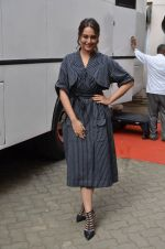 Sonakshi Sinha snapped in Mumbai on 22nd Aug 2016 (50)_57bc10a9e5f00.JPG