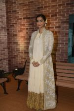Sonam Kaspoor at IMC Ladies exhibition on 23rd Aug 2016 (15)_57bc110aad1c2.JPG