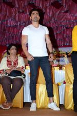 Gurmeet Choudhary at Baba siddiqui dahi handi on 23rd Aug 2016 (25)_57bd464e5b662.JPG