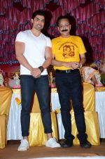 Gurmeet Choudhary at Baba siddiqui dahi handi on 23rd Aug 2016 (28)_57bd465259f0e.JPG
