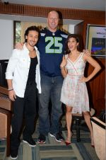 Jacqueline Fernandez, Tiger Shroff, Nathan Jones at The Flying Jatt promotions on 23rd Aug 2016 (222)_57bd52ddbba68.JPG