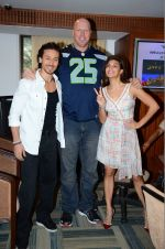Jacqueline Fernandez, Tiger Shroff, Nathan Jones at The Flying Jatt promotions on 23rd Aug 2016 (225)_57bd52e2429e0.JPG