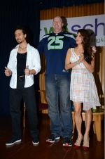 Jacqueline Fernandez, Tiger Shroff, Nathan Jones at The Flying Jatt promotions on 23rd Aug 2016 (326)_57bd52ffef377.JPG