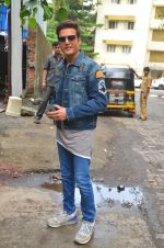 Jimmy Shergill snapped outside Miss Malini_s office on 23rd Aug 2016 (11)_57bd47d0affe4.JPG