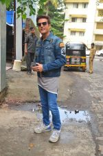 Jimmy Shergill snapped outside Miss Malini_s office on 23rd Aug 2016 (15)_57bd47e1b169f.JPG