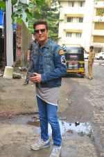 Jimmy Shergill snapped outside Miss Malini_s office on 23rd Aug 2016 (8)_57bd47c6b214d.JPG