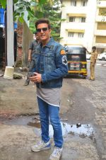 Jimmy Shergill snapped outside Miss Malini_s office on 23rd Aug 2016 (9)_57bd47c9a9650.JPG