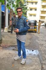 Jimmy Shergill snapped outside Miss Malini_s office on 23rd Aug 2016 (12)_57bd47d4438cd.JPG