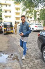 Jimmy Shergill snapped outside Miss Malini_s office on 23rd Aug 2016 (2)_57bd47b3d3563.JPG