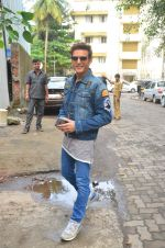 Jimmy Shergill snapped outside Miss Malini_s office on 23rd Aug 2016 (6)_57bd47c149822.JPG