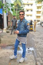 Jimmy Shergill snapped outside Miss Malini_s office on 23rd Aug 2016 (7)_57bd47c42df60.JPG