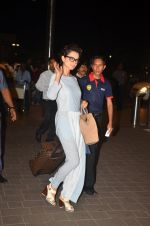 Kangana Ranaut snapped at airport on 23rd Aug 2016 (42)_57bd45b361661.JPG