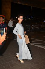 Kangana Ranaut snapped at airport on 23rd Aug 2016 (43)_57bd45b506e67.JPG